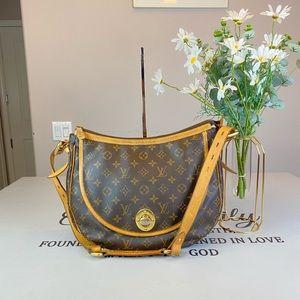 Louis Vuitton Monogram Canvas Shoulder Bag